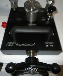 Hydraulic Pressure Calibration Pump 10 kpsi + one XP2i Digital Pressure Gauge